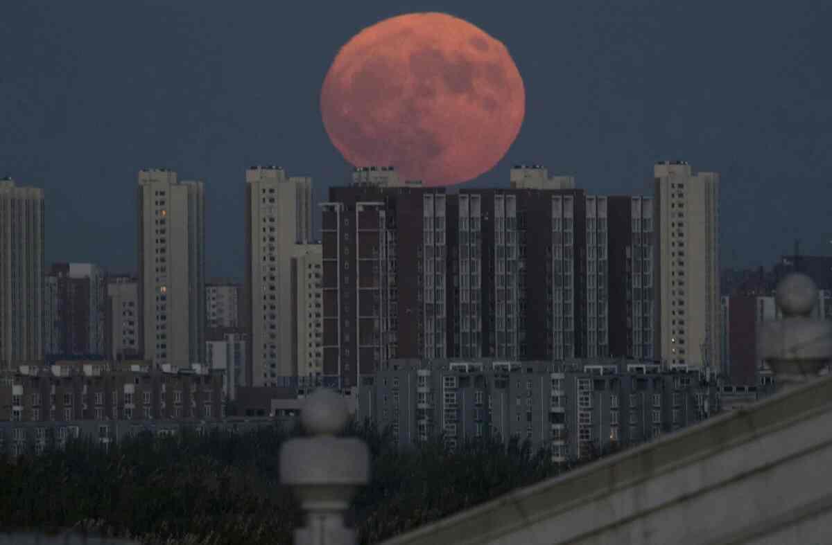 ابر ماه پکن - چین