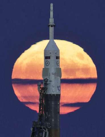 عکس ابر ماه Soyuz-FG