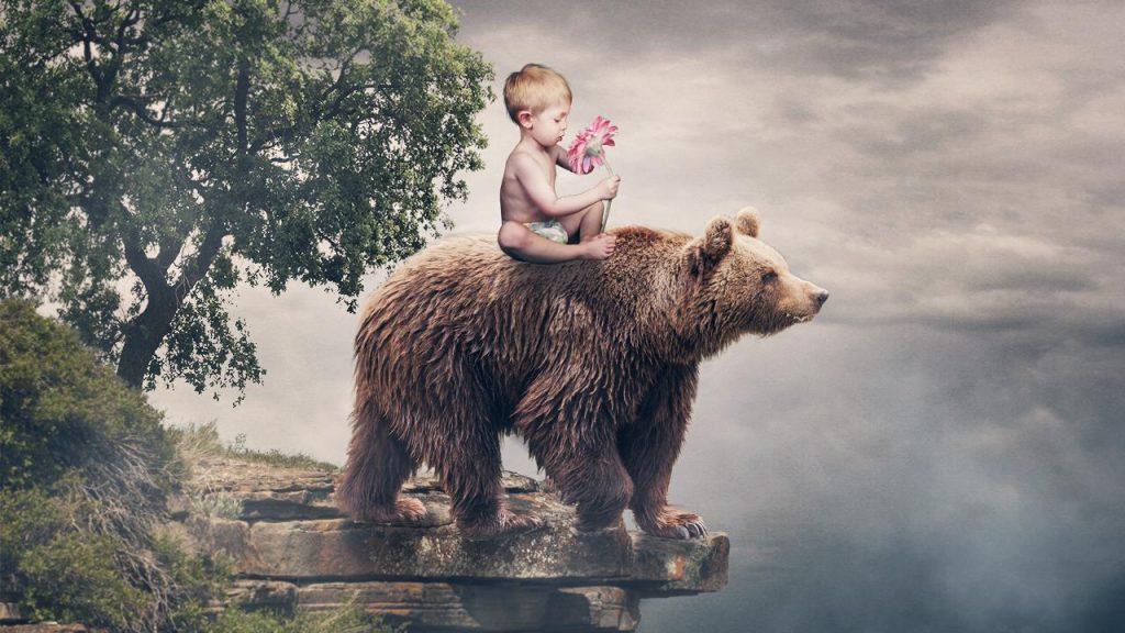 فوتو مونتاژ فانتزی خرس و پسر بچه در فتوشاپ