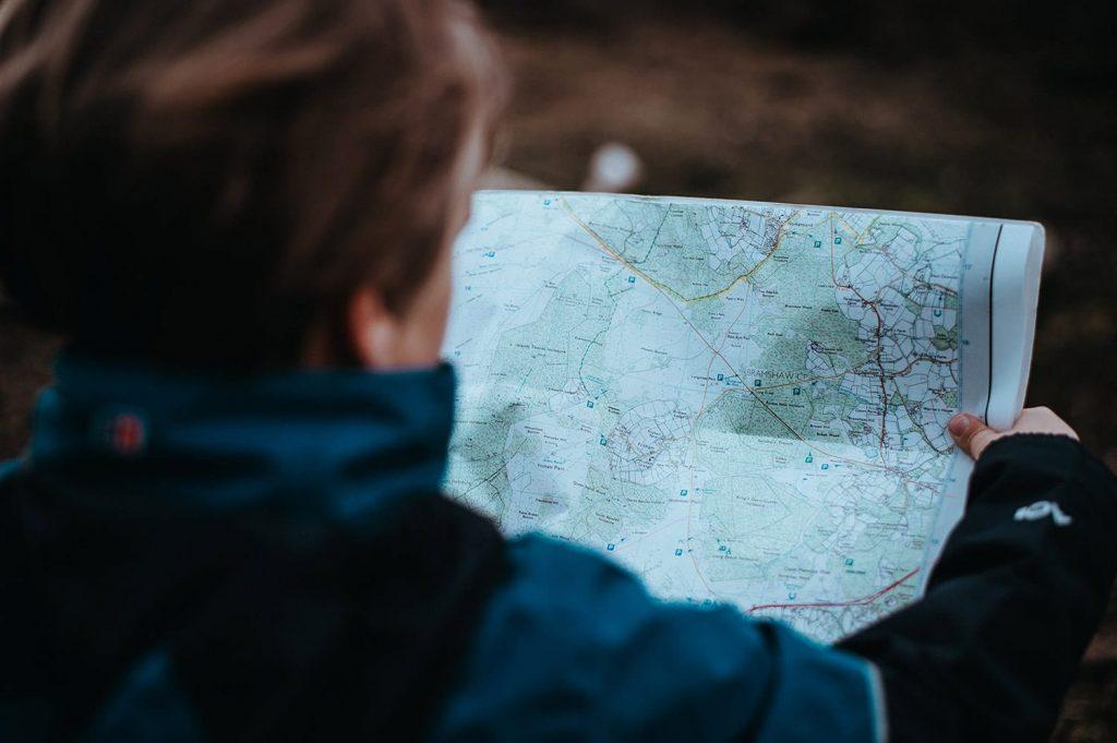 استفاده از نقشه های کاغذی به عنوان یک نکته ایمنی در عکاسی