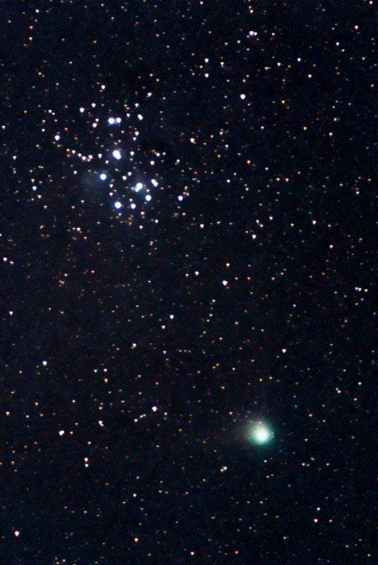 ستاره دنباله دار Comet Machholz هنگام عبور از Pleiades Camera: Olympus OM-1 Lens: Pentacon 200/4 Exposure: 360 s Aperture: 4 Film: Konica VX400, ISO 400