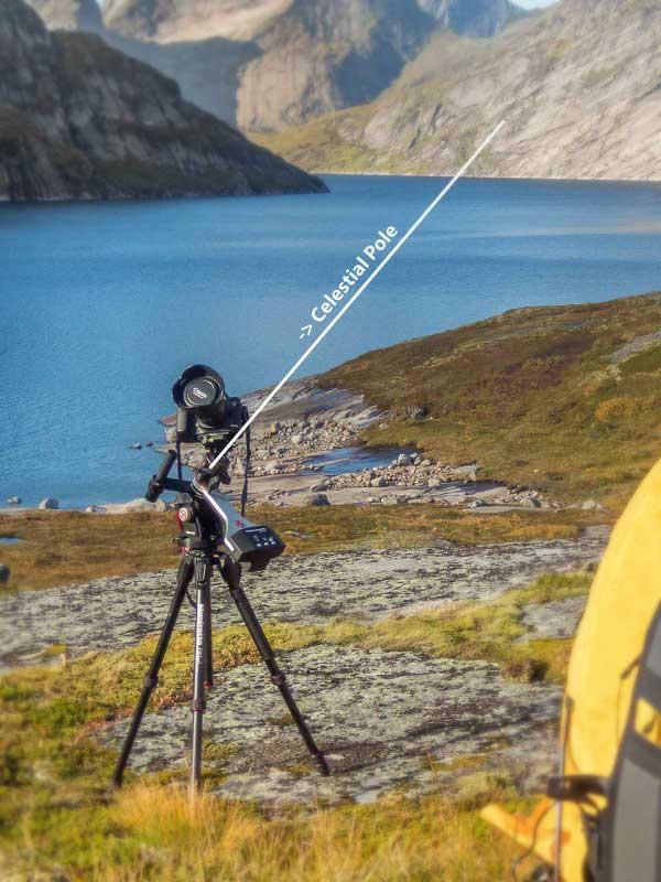مانت ردیاب برای ردیابی حرکت آسمان در عکاسی دیپ اسکای باید با محور چرخش زمین موازی باشد.