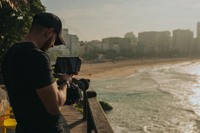 F-Stop بالا در فیلم برداری در نور خورشید.