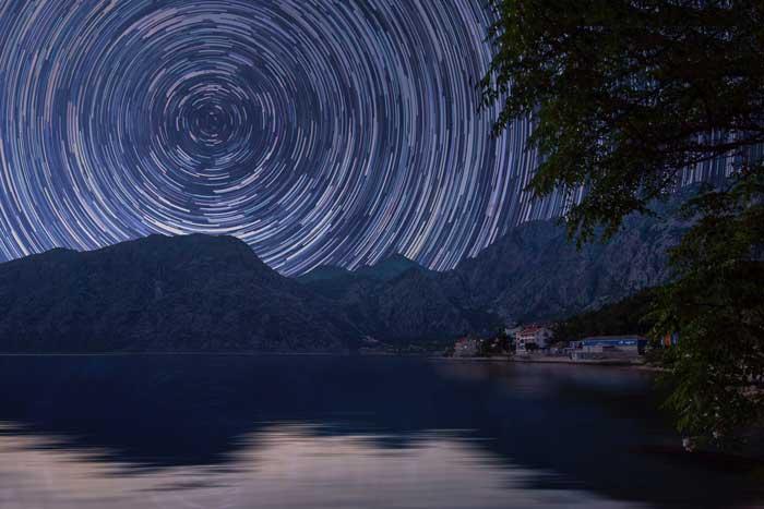 ستاره شمالی یا جنوبی را پیدا کرده و ترکیب (کامپوزیشن) خود را بر اساس آن برنامه ریزی کنید.