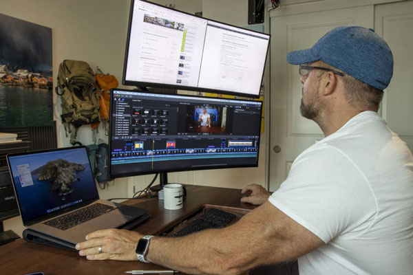 در عکاسی از منظره روی یک مانیتور (نمایشگر) حرفه ای سرمایه گذاری کنید.