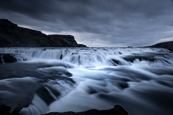 حرکت یکی از جنبه های اصلی آبشارها است، بنابراین حتماً آن را در عکس های خود بگنجانید.