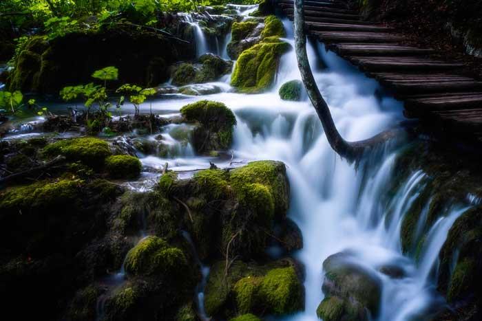 برای عکاسی خیره کننده از آبشار دنبال زاویه ی خاص باشید.